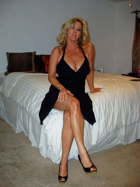 Slim 55 To 60 One-night Stand Divorced Woman Looking For Sex
