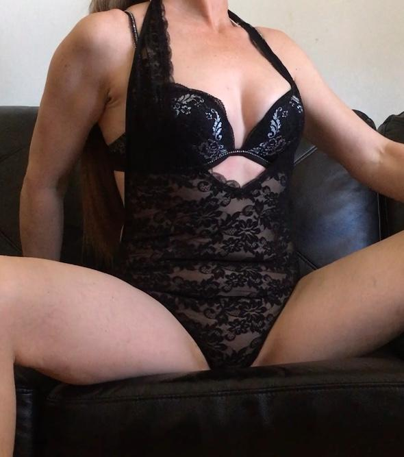 Scarborough Park And Victoria Danforth Housewife The Escort