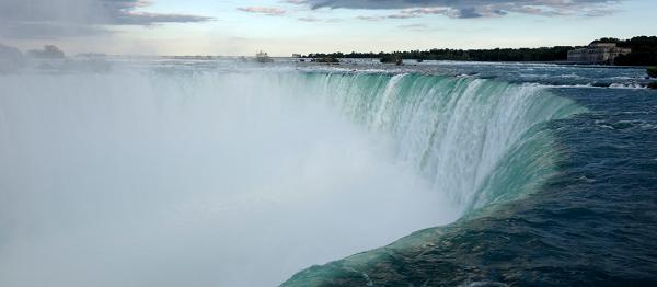 Seeking Niagara In Falls Man Pic Woman