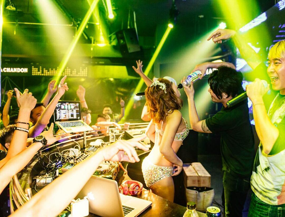 Available Night Lizas Bar Club Batam