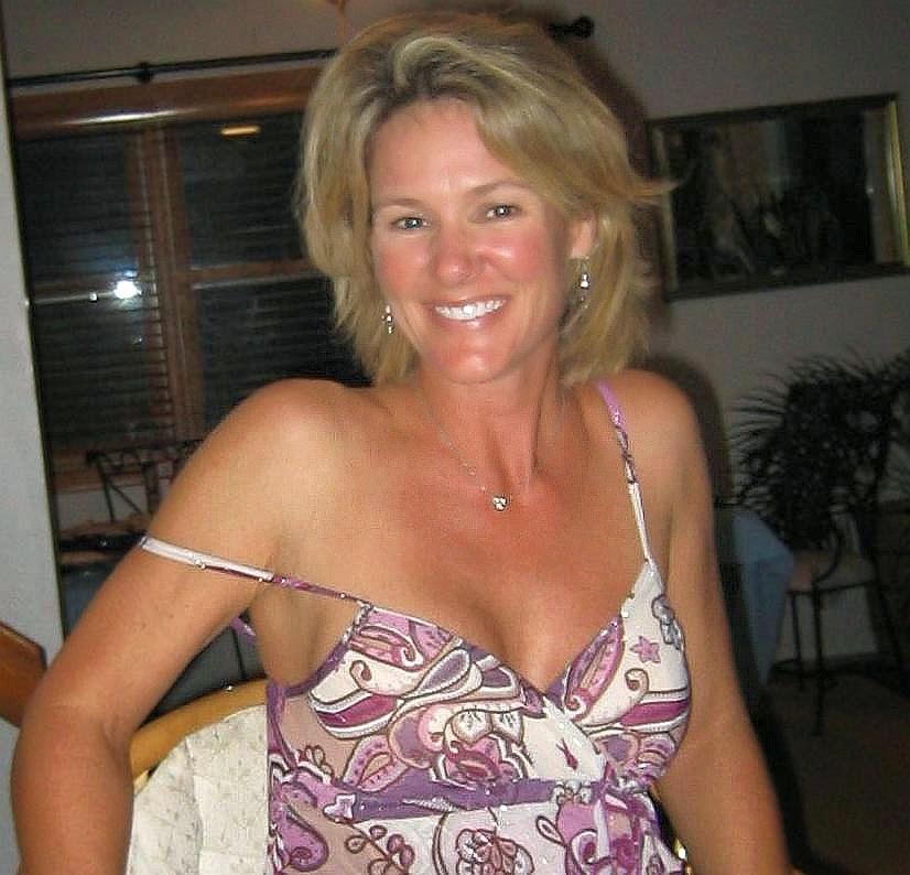 45 To 50 Blond Woman Seeking Man