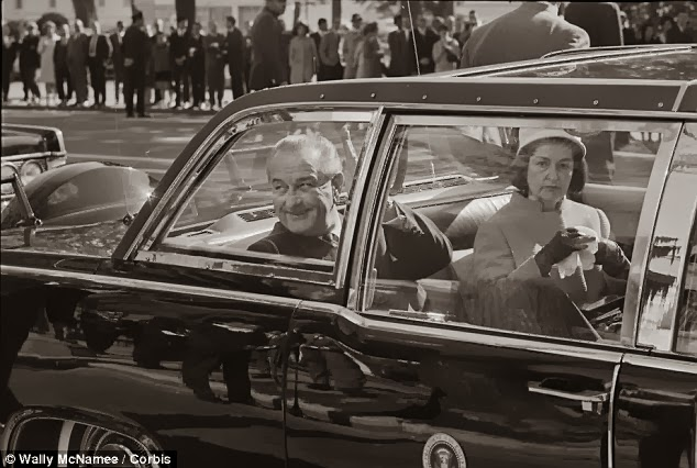 Escort Kennedy And Queen In Car