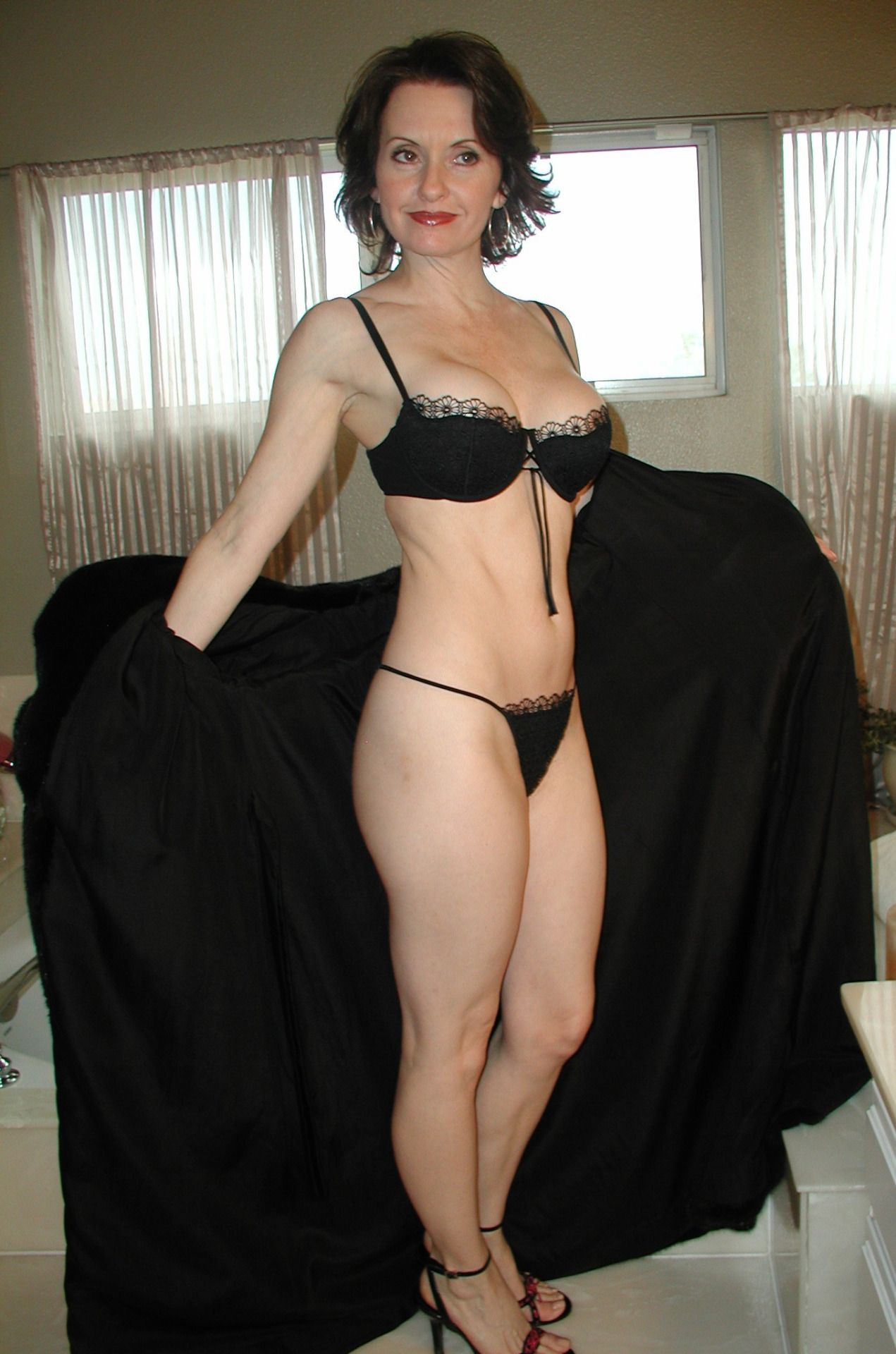 55 To 60 Brunette Woman Seeking Man