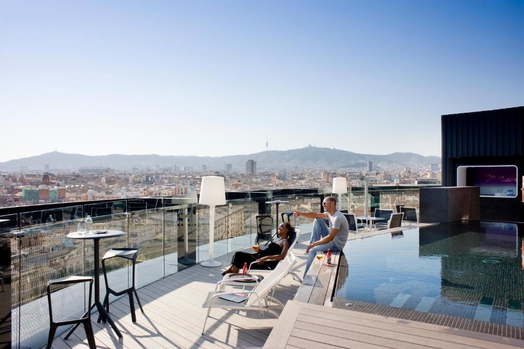 Barcelona Parlors Ania Luxury Massage