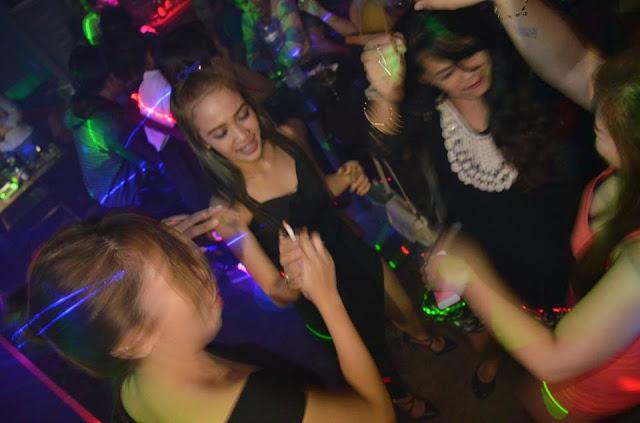In In Girls City Carson Club Night