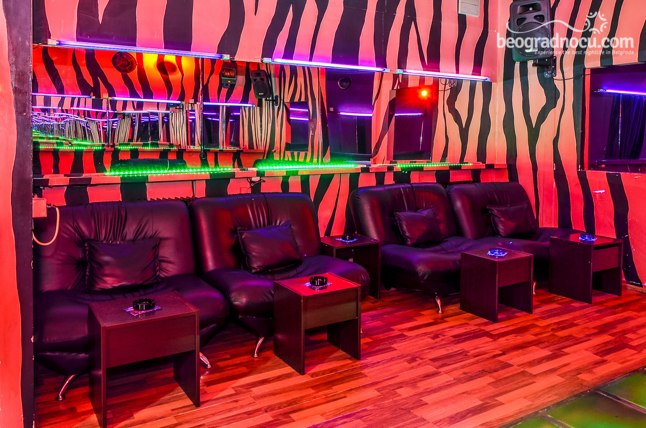 Breaking Strip Belgrade Club Rose Black