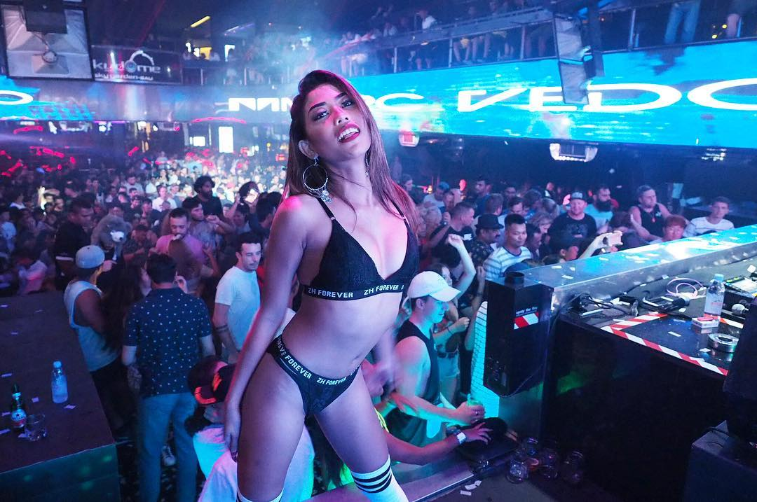 In Indonesia Bali Club Strip
